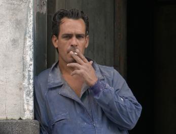 Homme Qui Fume Copie
